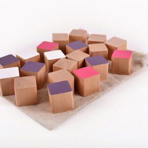 Dřevěné kostky růžovo-fialové 20 kusů včetně látkového pytlíku