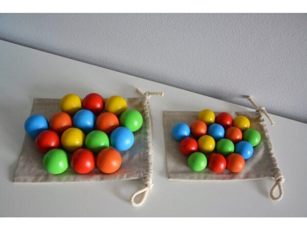 Dřevěné maxi koule barevné 15 kusů včetně látkového pytlíku